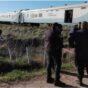Un tren embistió a un auto: murió un hombre y una mujer y un menor resultaron heridos