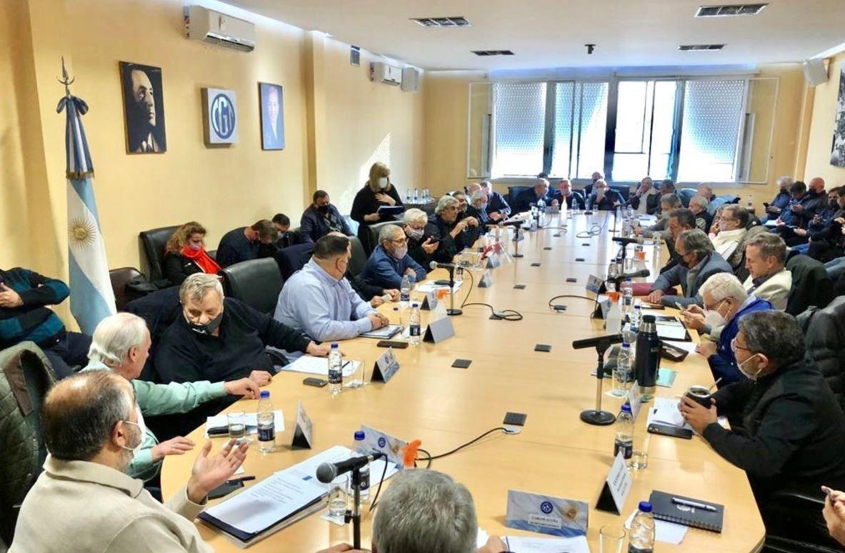 """La CGT señaló a la oposición como """"agazapada"""" y aprobó la reforma del estatuto para sumar mujeres al Consejo directivo"""