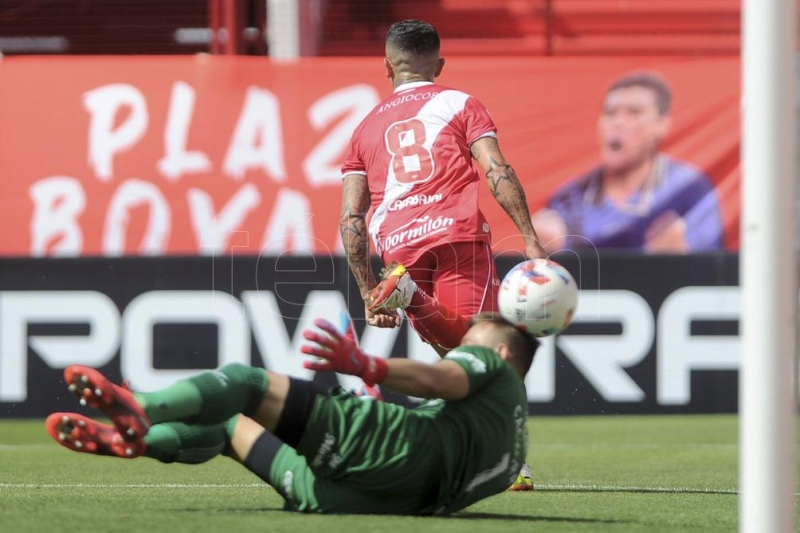 Argentinos Juniors lo definió sobre el final frente a Colón en la Paternal