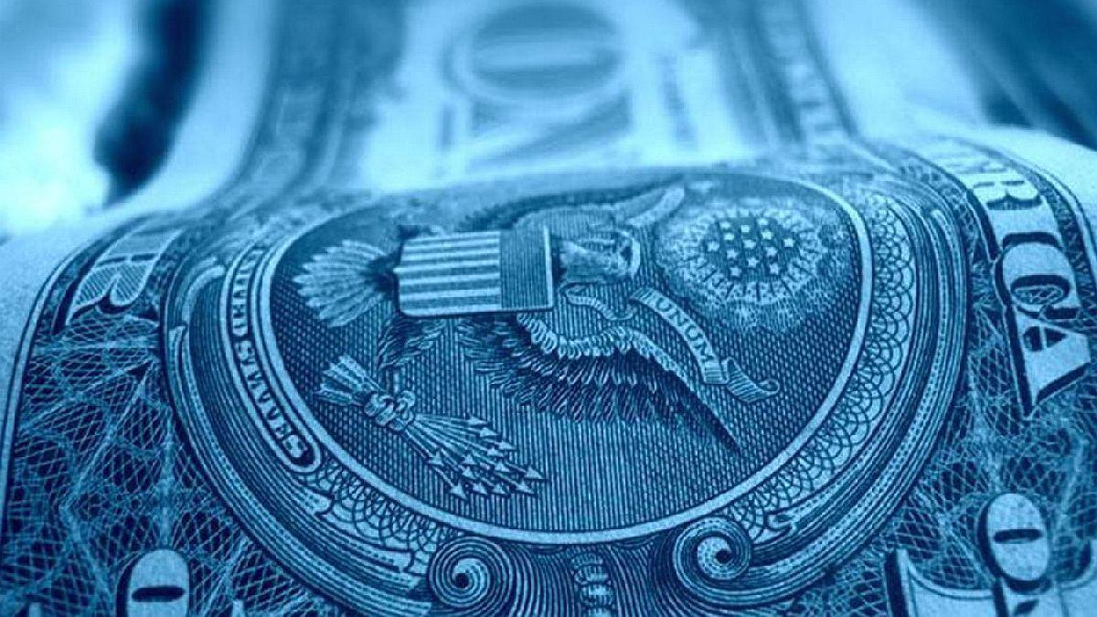 """El dólar """"blue"""" no para: Cerró a $195 y alcanzó su máximo histórico"""