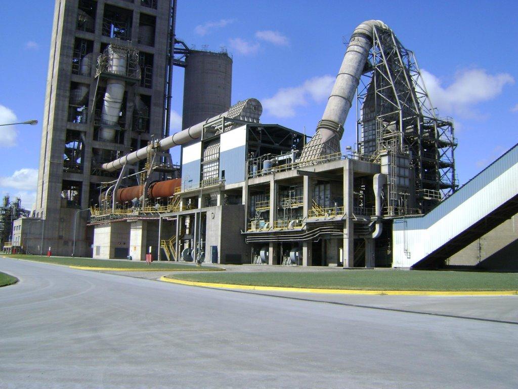 Loma Negra apaga los hornos por un conflicto sindical y frena la producción de cemento