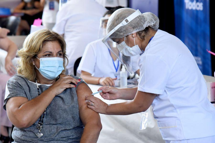 Terceras dosis para inmunocomprometidos y mayores de 50 vacunados con Sinopharm